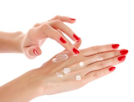 Crema de manos regeneradora y otros trucos para mantenerlas jóvenes